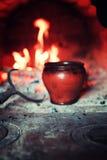 Kruka i ugnen och ugnsgaffeln Arkivfoton