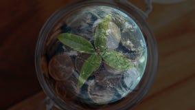 Kruka med ett digitalt roterande jordklot arkivfilmer