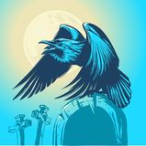 Kruka obsiadanie na nagrobku przeciw tłu księżyc w pełni Obrazy Royalty Free