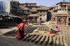 Krukmakeri fyrkantiga Bhaktapur i Nepal Royaltyfri Foto