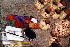 Krukmakeri, genom att göra kopior av gammalgrekiskavaser Fotografering för Bildbyråer