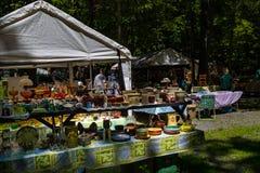 Krukmakeri som är till salu på den Shupps dungen Royaltyfri Foto