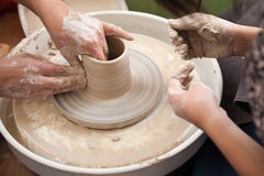 krukmakeri som kastar hjulet Royaltyfria Bilder