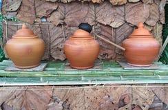 Krukmakeribunke med vatten Vattenbunke royaltyfri bild