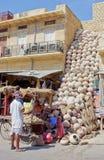 Krukmakeriprodukter på marknaden i Jaisalmer, Rajasthan, Indien Royaltyfria Foton