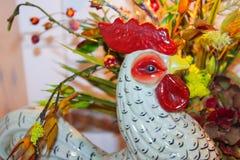 Krukmakeritupphuvud framme av blommaordningen - selektiv fokus royaltyfri bild