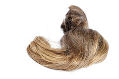 Krul van blond haar op een witte achtergrond royalty-vrije stock afbeeldingen