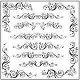 Krullade calligraphic beståndsdelar för designramhörn Vektoruppsättning som isoleras på vit Royaltyfri Fotografi