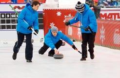 Krullande spelare Kirill Savenkov (v), Alexey Kulikov (C) och P M Arkivfoton