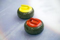 Krullande sten två på is Arkivfoto