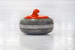 Krullande stenar uppställda på spelplanen Royaltyfri Fotografi