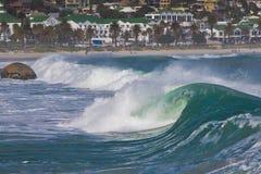 krullande townwave för strand Arkivfoto