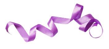 Krullat violett siden- band royaltyfri foto