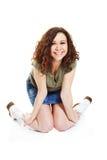 Krullende brunette in witte laarzen Royalty-vrije Stock Foto