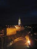 ½ Krumlov na noite - República Checa de ÄŒeskà Imagens de Stock