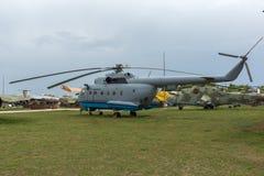 KRUMOVO, PLOVDIV, BUŁGARIA - 29 2017 KWIECIEŃ: Przewieziony helikopter Mil Mi-8 w lotnictwa muzeum blisko Plovdiv lotniska Zdjęcia Stock