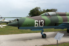 KRUMOVO, PLOVDIV, BUŁGARIA - 29 2017 KWIECIEŃ: Wojownik Mikoyan-Gurevich MiG-21 w lotnictwa muzeum blisko Plovdiv lotniska Obrazy Stock