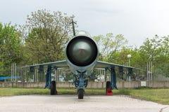 KRUMOVO, PLOVDIV, BUŁGARIA - 29 2017 KWIECIEŃ: Wojownik Mikoyan-Gurevich MiG-21 w lotnictwa muzeum blisko Plovdiv lotniska Obraz Stock