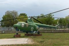KRUMOVO PLOVDIV, BULGARIEN - 29 APRIL 2017: helikopter Mi 2 i flygmuseum nära den Plovdiv flygplatsen Royaltyfria Bilder