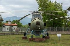 KRUMOVO PLOVDIV, BULGARIEN - 29 APRIL 2017: helikopter Mi 4 i flygmuseum nära den Plovdiv flygplatsen Royaltyfri Bild