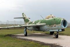 KRUMOVO PLOVDIV, BULGARIEN - 29 APRIL 2017: Museum för kämpeMikoyan-Gurevich MiG-15 flyg nära den Plovdiv flygplatsen Arkivfoton