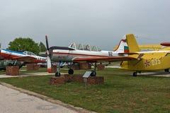 KRUMOVO PLOVDIV, BULGARIEN - 29 APRIL 2017: Plana Yakovlev Yak-52 i flygmuseum nära den Plovdiv flygplatsen Fotografering för Bildbyråer