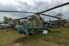 KRUMOVO, PLOWDIW, BULGARIEN - 29. APRIL 2017: Hubschrauber Mil Mi-24 im Luftfahrt-Museum nahe Plowdiw-Flughafen Lizenzfreies Stockbild