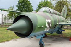 KRUMOVO, PLOWDIW, BULGARIEN - 29. APRIL 2017: Kämpfer Mikoyan-Gurevich MiG-21 im Luftfahrt-Museum nahe Plowdiw-Flughafen lizenzfreie stockbilder