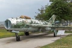 KRUMOVO, PLOWDIW, BULGARIEN - 29. APRIL 2017: Kämpfer Mikoyan-Gurevich MiG-19 im Luftfahrt-Museum nahe Plowdiw-Flughafen stockbild