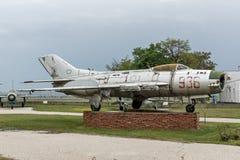 KRUMOVO, PLOWDIW, BULGARIEN - 29. APRIL 2017: Kämpfer Mikoyan-Gurevich MiG-19 im Luftfahrt-Museum nahe Plowdiw-Flughafen lizenzfreie stockfotografie
