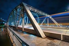Krungthep桥梁在晚上 库存图片