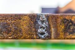 Krupon spawka stalowi elementy z powierzchni rdzą zdjęcie stock