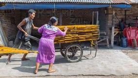 Krupuk fabrik i Indonesien Arkivbilder