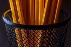 Krus av gula blyertspennor i svart metallbehållare Royaltyfri Bild