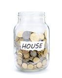 Krus med mynt på hus Royaltyfri Bild