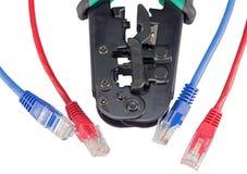 Krusa hjälpmedlet med en isolerad nätverkskabel Royaltyfri Bild