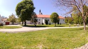 Krusedol修道院门面在塞尔维亚的乡下 股票视频