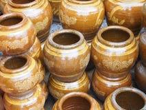 Kruset lägger in vasen Fotografering för Bildbyråer