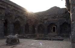 Krushnai-Tempel-Hof, Mahabaleshwar, Maharashtra, Indien Lizenzfreie Stockfotos