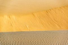 Krusningar för sanddyn Arkivbild