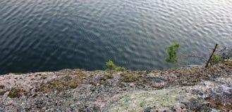 Krusningar på sjövattnet arkivfoton