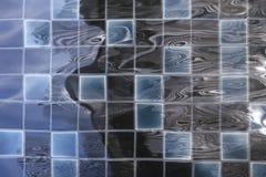 Krusningsyttersidavatten i simbassäng Arkivbilder