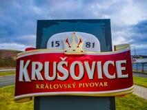 Krusovice, Cszech republika - Styczeń 01, 2018: Krusovice piwa znak nad pamiątkarskiego sklepu wejście Obraz Royalty Free