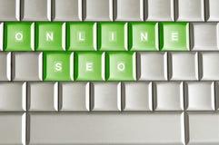 Kruszcowa klawiatura z słowem SEO ONLINE Zdjęcia Stock