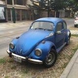 Kruszcowy Błękitny Volkswagen Beetle Obraz Royalty Free