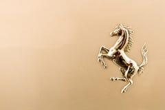 kruszcowy koński Ferrari logo Obraz Royalty Free