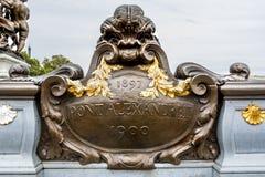 Kruszcowy talerz w Pont Alexandre III w Paryż Fotografia Royalty Free