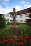 Kruzifix im Garten Lizenzfreie Stockfotografie
