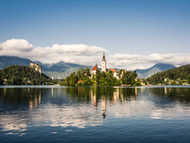 krwawiąca grodowa kościelna jeziorna strona przeciwna Slovenia Obrazy Stock
