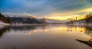 Krwawiący z jeziorem w zimie, Slovenia, Europa Zdjęcie Stock